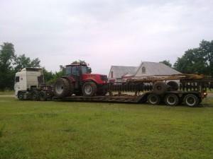 Перевозка-трактора-Case-с-навесным-оборудованием