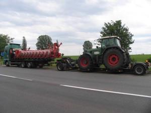 Перевозка-трактора-Fendt-и-посевного-комплекса-по-Украине